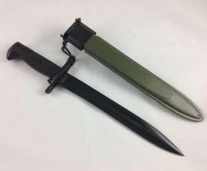 Knife Bayonet Dagger side by side